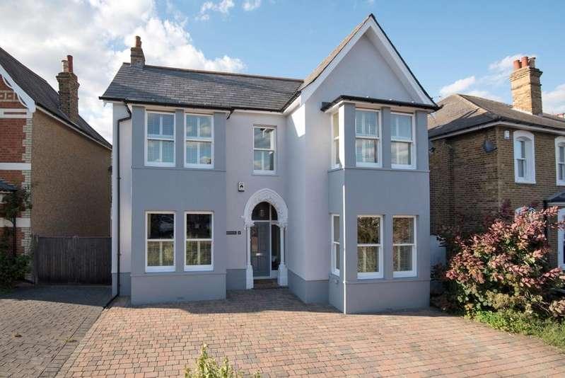 4 Bedrooms Detached House for sale in Parkhurst Road Bexley DA5