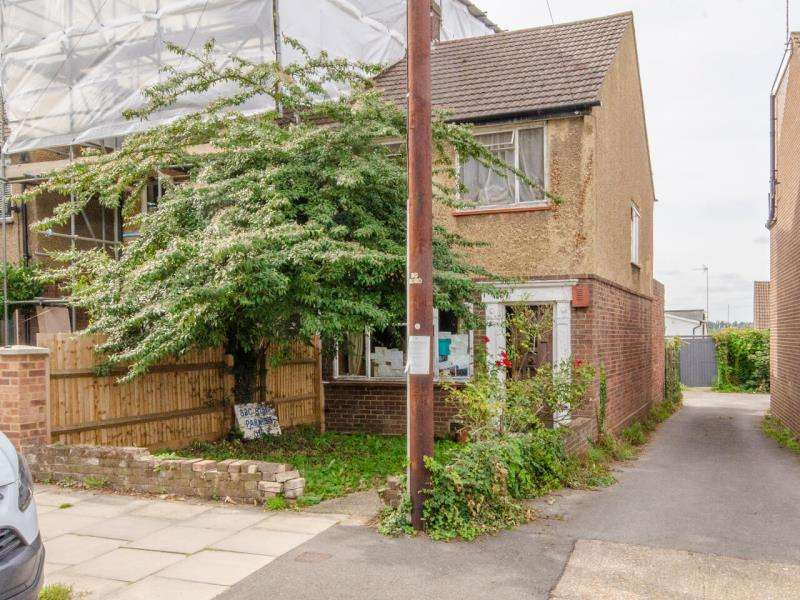 2 Bedrooms Semi Detached House for sale in Alexandra Road, N10