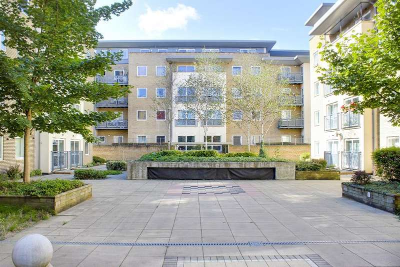 2 Bedrooms Flat for sale in Cline Road, Bounds Green, London, N11