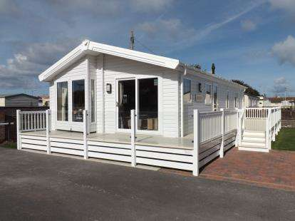 2 Bedrooms Bungalow for sale in Lyons Holiday Park, Towyn Road, Towyn, Abergele, LL22