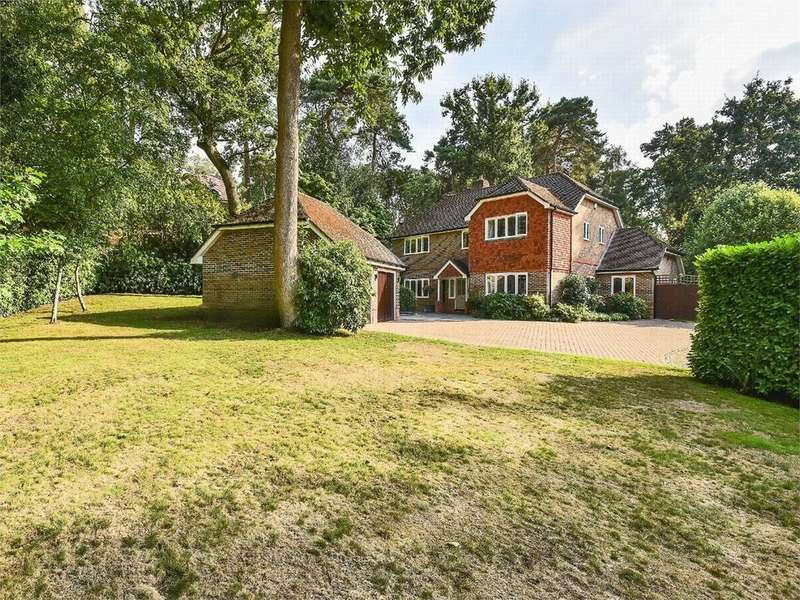 5 Bedrooms Detached House for sale in Chaucer Grove, Camberley, Surrey