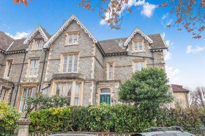 2 Bedrooms Flat for sale in Warwick Road, Redland, Bristol, Somerset
