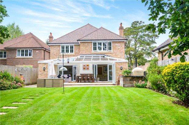 4 Bedrooms Detached House for sale in Jefferson Close, Emmer Green, Reading