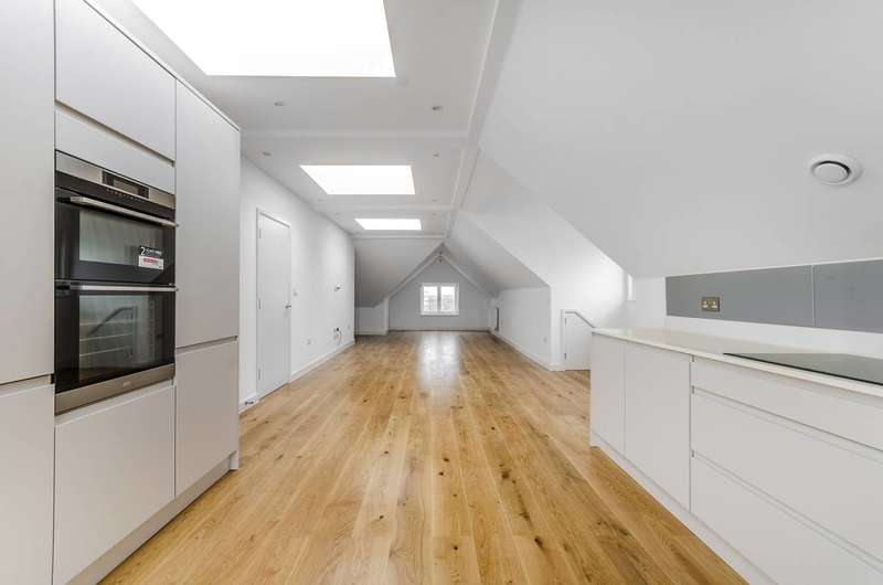 2 Bedrooms Flat for sale in Fontenoy Road, Balham, SW12