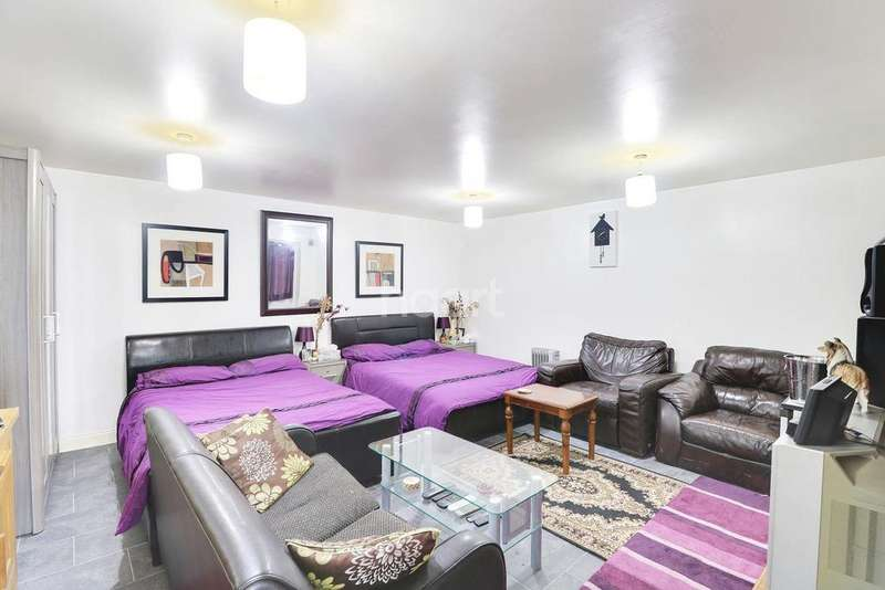 4 Bedrooms Terraced House for sale in Trinity Road, LU3