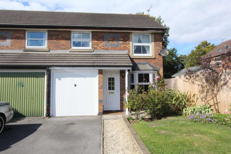 3 Bedrooms Semi Detached House for sale in Convenient location in Yatton