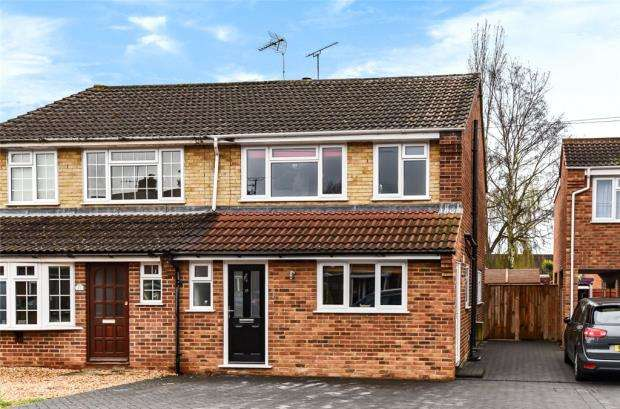 3 Bedrooms Semi Detached House for sale in Coleville Road, Farnborough, Hampshire