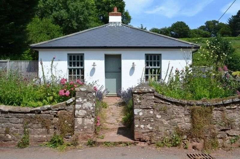 2 Bedrooms Detached Bungalow for sale in The Lodge, Combe Fishacre