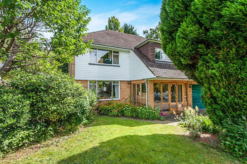 4 Bedrooms Detached House for sale in Milbrook, Esher, KT10