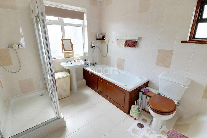 4 Bedrooms End Of Terrace House for sale in Eastern Avenue, Gants Hill