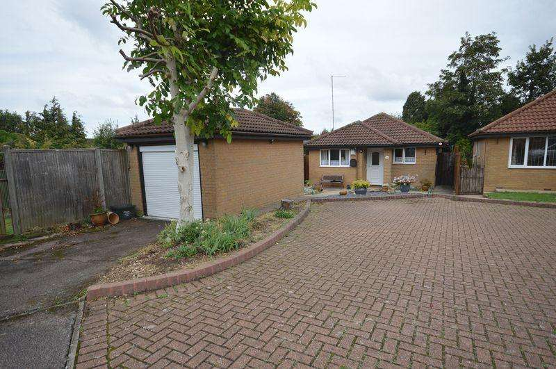 2 Bedrooms Detached Bungalow for sale in Bampton Road.