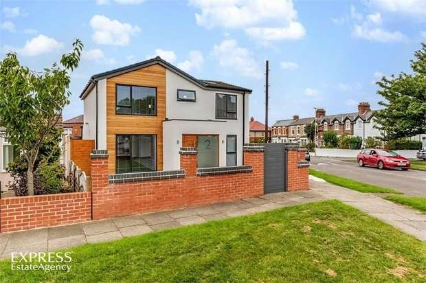 5 Bedrooms Detached House for sale in King George Road, South Shields, Tyne and Wear