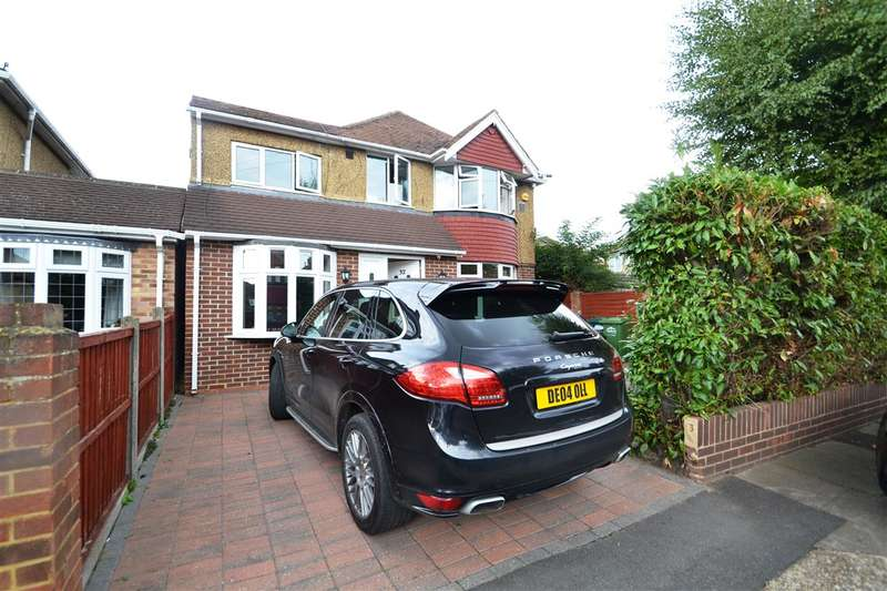 4 Bedrooms Detached House for sale in Stanwell Gardens, Stanwell