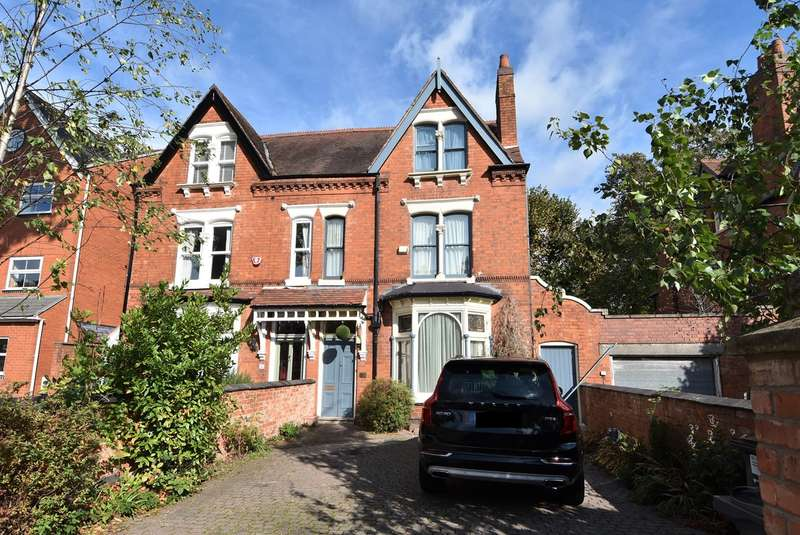4 Bedrooms Semi Detached House for sale in Northfield Road, Kings Norton, Birmingham, B30