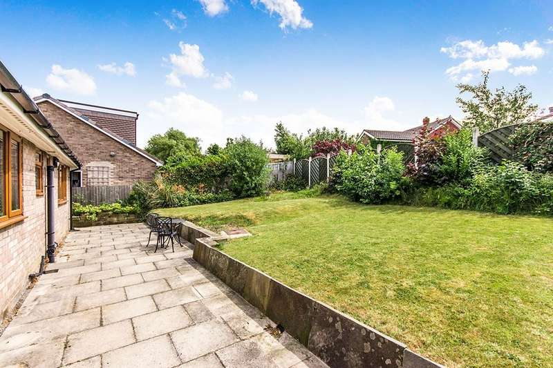 3 Bedrooms Detached Bungalow for sale in New Templegate, Leeds, LS15
