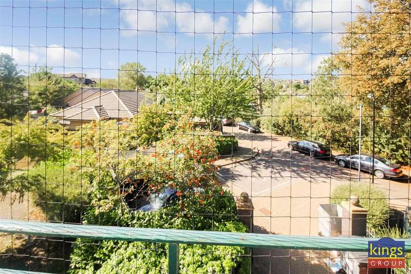 3 Bedrooms Flat for sale in Darndale Close, London