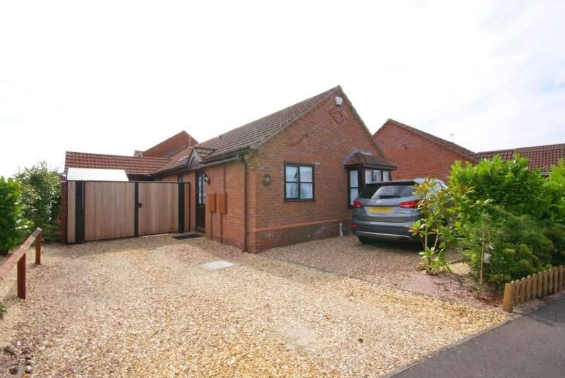 3 Bedrooms Property for sale in Mendip Avenue, North Hykeham, Lincoln LN6