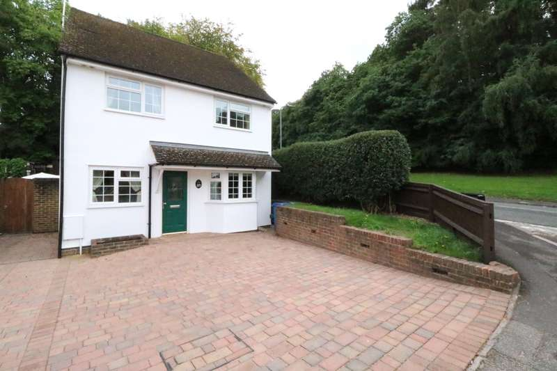 3 Bedrooms Detached House for sale in White City, Crowthorne, Berskshire, RG45