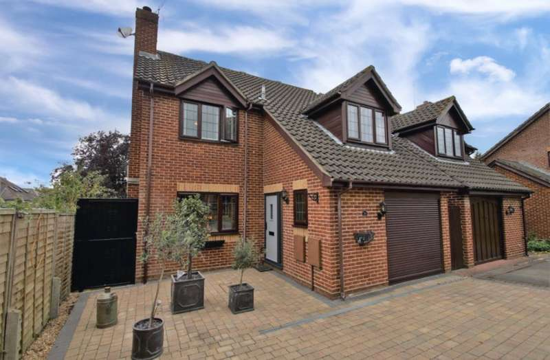 4 Bedrooms Detached House for sale in Davis Gardens, College Town, Sandhurst, Berkshire, GU47