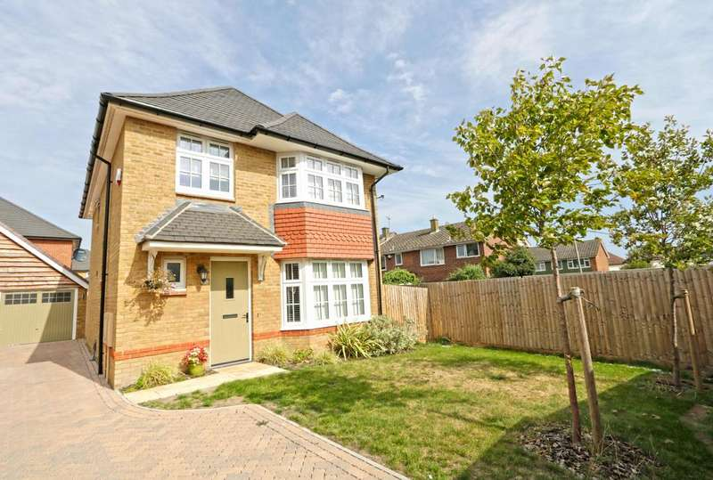 4 Bedrooms Detached House for sale in Rose Street, Thundersley SS7