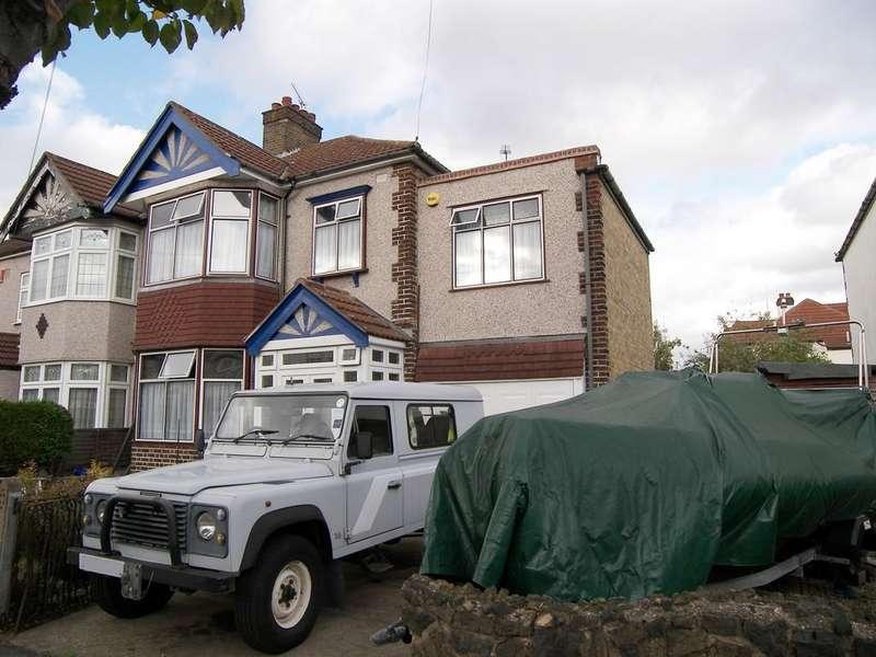 4 Bedrooms Semi Detached House for sale in Beattyville Gardens, Barkingside