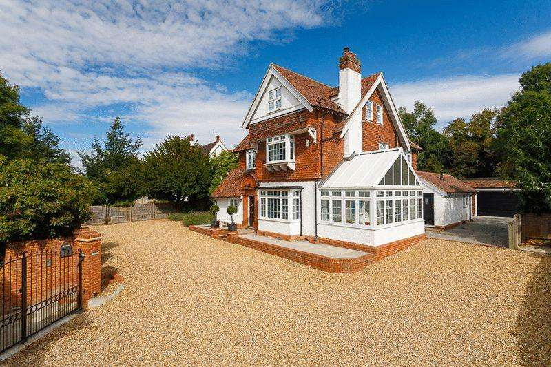 5 Bedrooms Detached House for sale in Saltwood