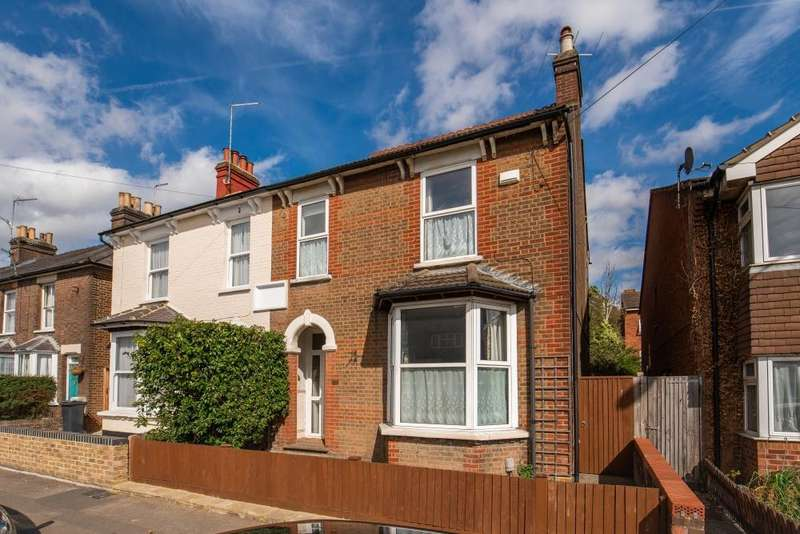 5 Bedrooms Semi Detached House for sale in Bellingdon Road, Chesham