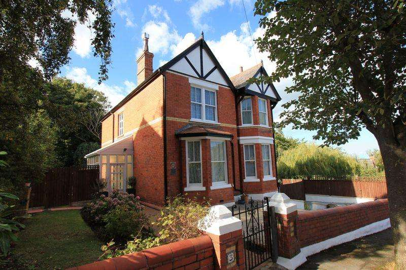 4 Bedrooms Detached House for sale in Queens Park, Colwyn Bay
