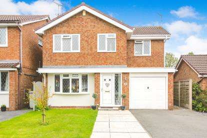 3 Bedrooms Detached House for sale in Primrose Avenue, Macclesfield, Cheshire, .