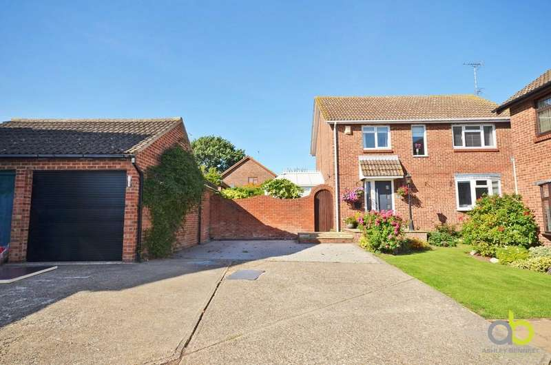 4 Bedrooms Detached House for sale in Fieldway, Pitsea Mount