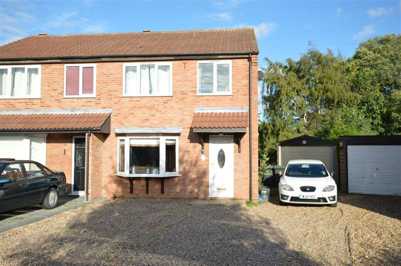 3 Bedrooms Semi Detached House for sale in Ambleside Close, Sleaford