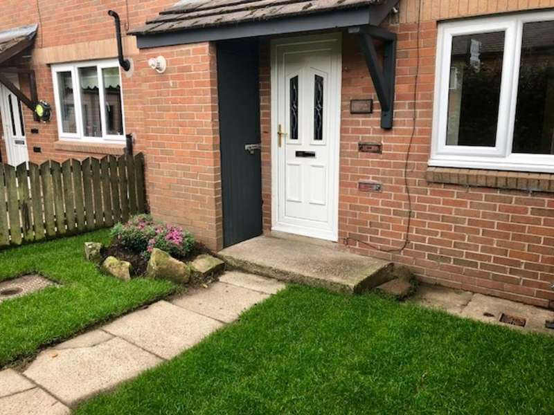 3 Bedrooms Terraced House for sale in Bradwell Terrace, Glossop