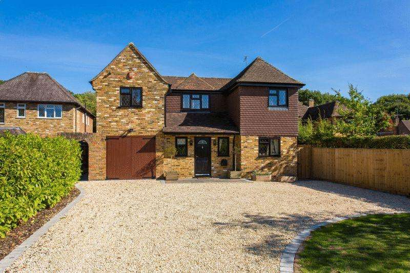 4 Bedrooms House for sale in Ashenden Walk, Farnham Common, Buckinghamshire SL2