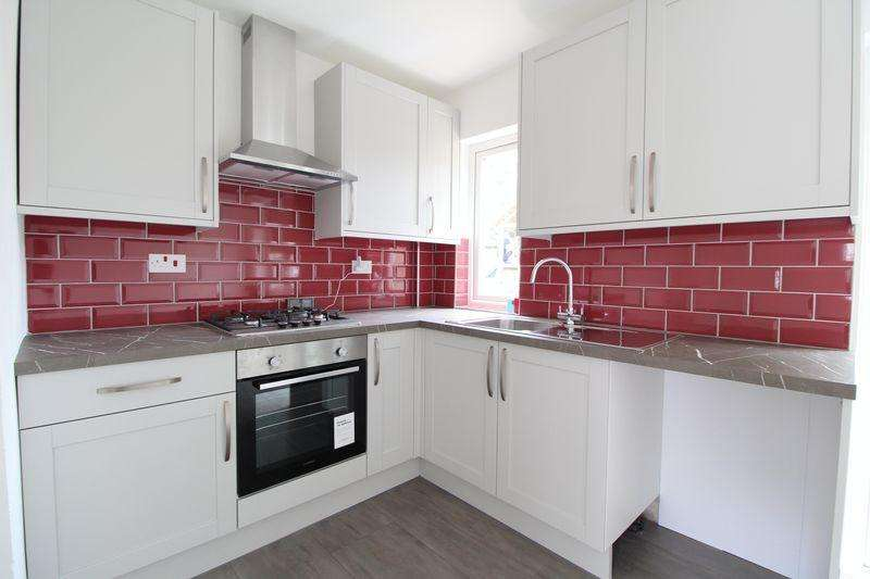 2 Bedrooms Semi Detached House for sale in Chain Free Close to Leagrave Station on Eighth Avenue, Sundon Park