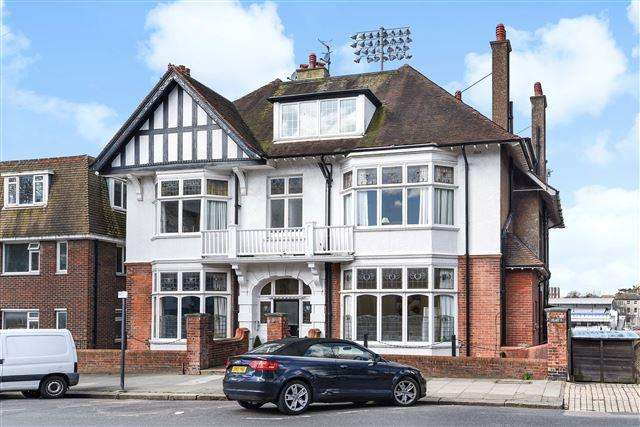 4 Bedrooms Flat for sale in Palmeira Avenue, Hove