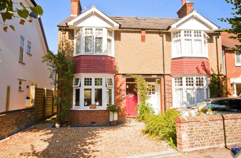 3 Bedrooms Semi Detached House for sale in Dickinson Avenue, Croxley Green, Rickmansworth