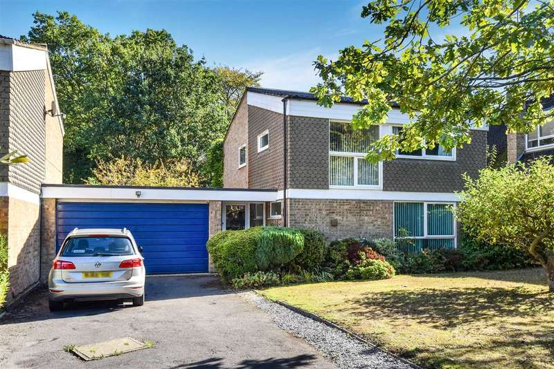 4 Bedrooms Link Detached House for sale in Wellesley Drive, Crowthorne