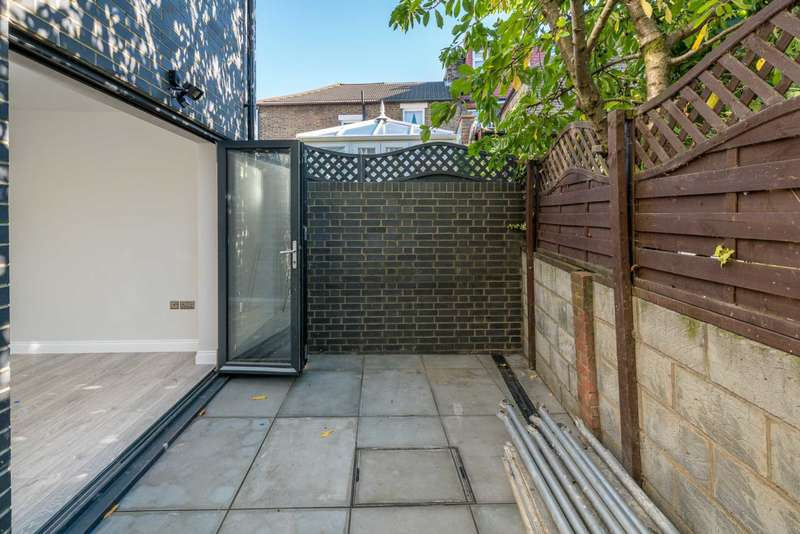 2 Bedrooms Semi Detached House for sale in Mansfield Road, Walthamstow