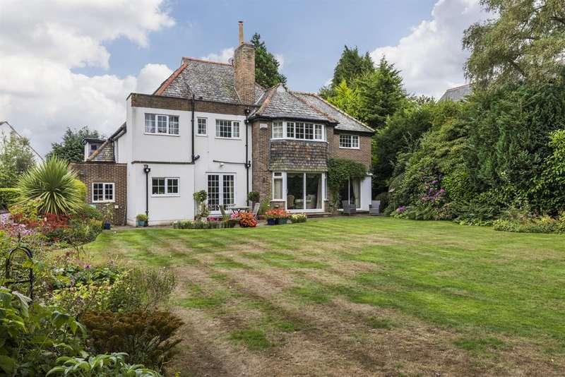 5 Bedrooms Detached House for sale in Hillway, Guiseley, Leeds, LS20 8HU