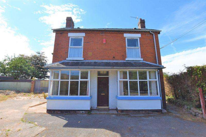 2 Bedrooms Detached House for sale in The Green, Baddeley Green