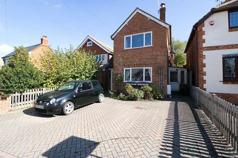 3 Bedrooms Detached House for sale in Pinewood Avenue, Crowthorne, RG45