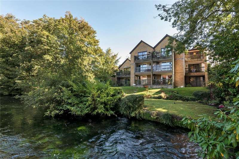 2 Bedrooms Apartment Flat for sale in Watersmeet, Chesil Street, Winchester, Hampshire, SO23