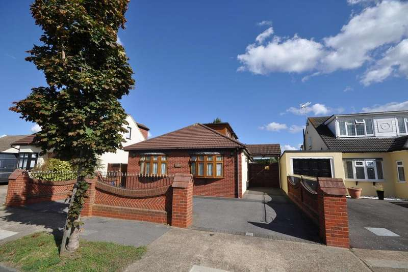 4 Bedrooms Chalet House for sale in King Edward Avenue, Rainham, Essex, RM13
