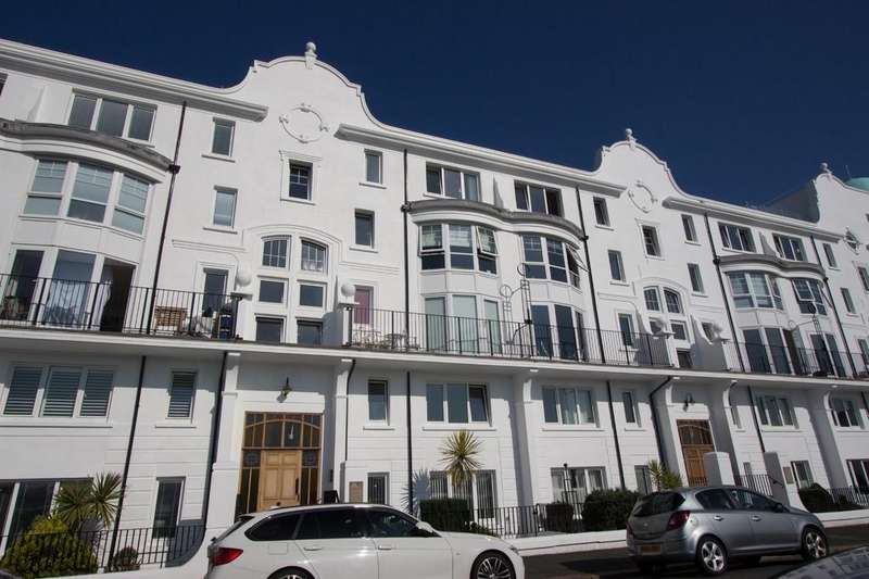 2 Bedrooms Apartment Flat for sale in Grand Parade, Plymouth
