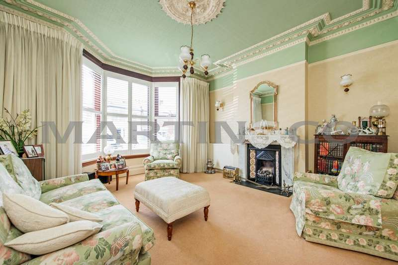 4 Bedrooms Semi Detached House for sale in Addison Road, Wanstead E11