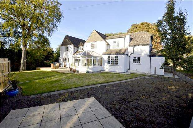 5 Bedrooms Detached House for sale in St Georges Avenue, Kings Stanley, Gloucestershire, GL10 3HJ