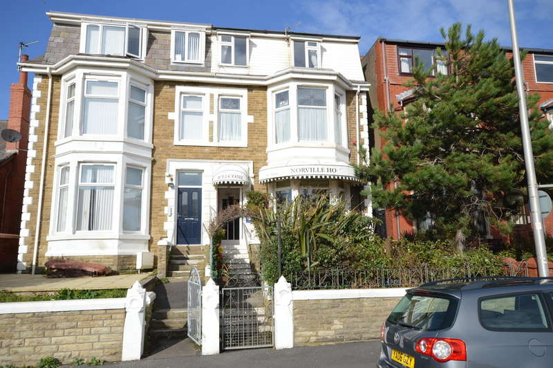10 Bedrooms Semi Detached House for sale in Warbreck Hill Road, North Shore