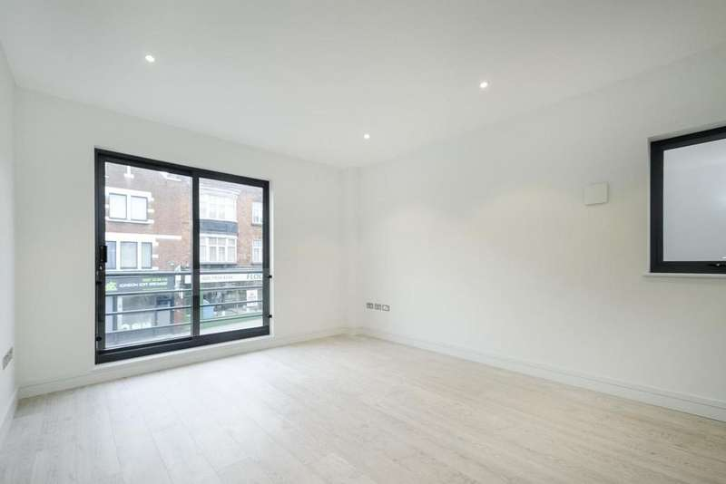 Studio Flat for sale in Battersea Rise, Battersea