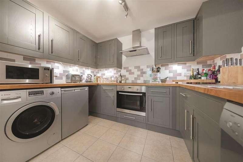 2 Bedrooms Flat for sale in Brompton Park Crescent, SW6