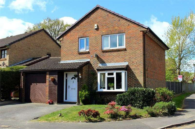 4 Bedrooms Detached House for sale in Fordwells Drive, The Warren, Bracknell, Berkshire, RG12